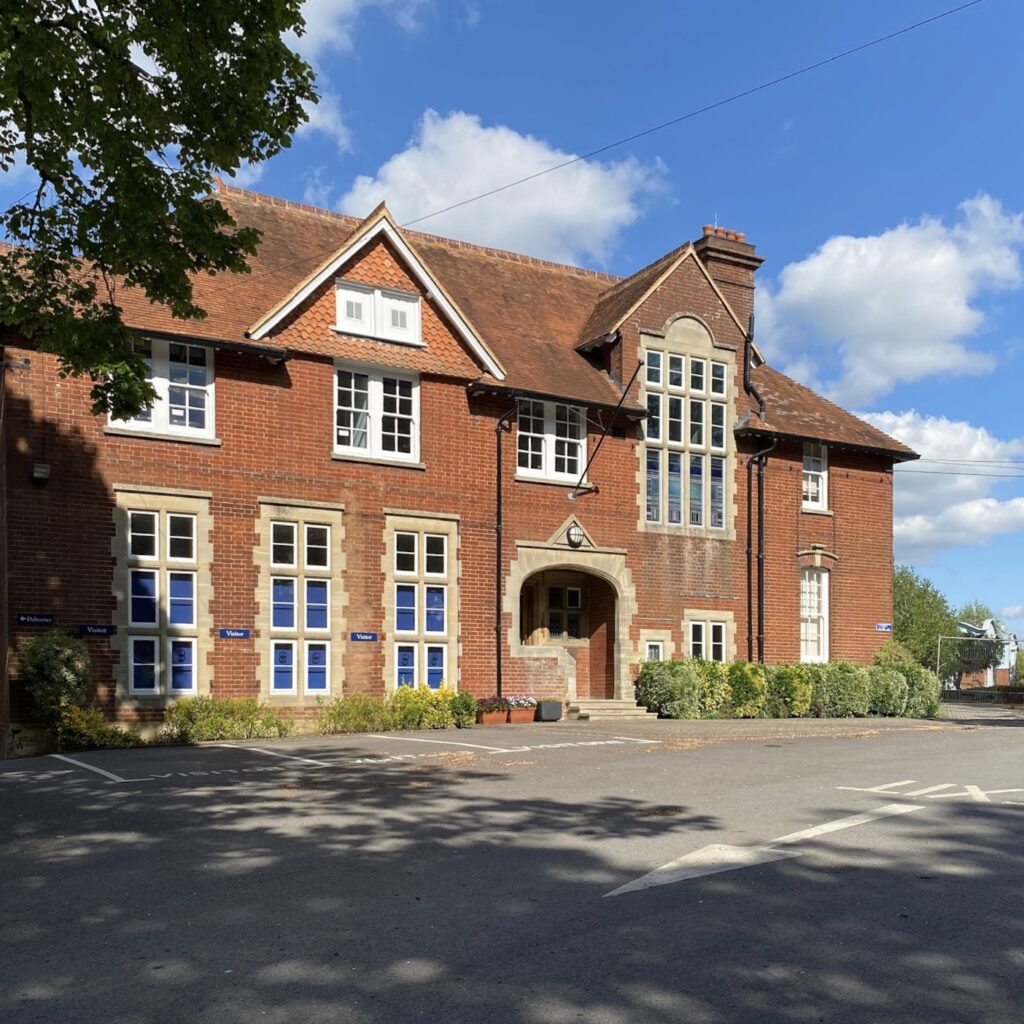 picture of the main building of Godolphin school in 2020