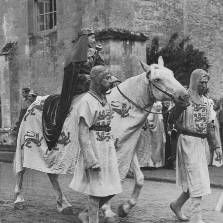 Matilda Talbot as Ela on a horse led by knights at the pageant