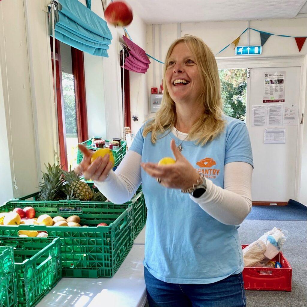 Fiona juggling apples and lemons